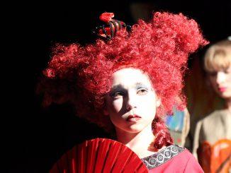 """Kinder- und Jugendtheatergruppe SKOMOROCHI (Erlangen): """"Alice Fantasieland"""" / Foto Erich Villemsoo"""